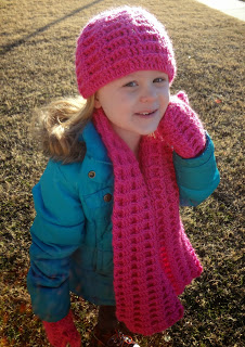 Free crochet patterns for this winter accessories set from Banana Moon Studio