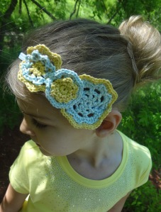 Crochet headband, crochet flowers, free crochet pattern by April Garwood of Banana Moon Studio