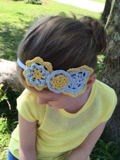 Crochet headband, crochet flowers, free crochet pattern by April Garwood of Banana Moon Studio