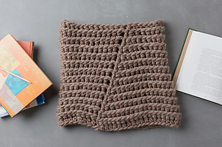 Super chunky crochet cowl pattern found in Interweave Crochet, by April Garwood of Banana Moon Studio