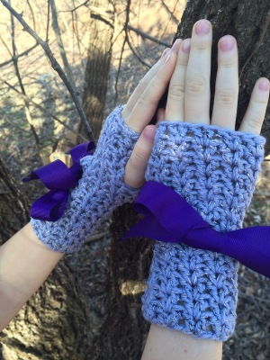 Crochet fingerless gloves for girls, a FREE crochet pattern by April Garwood of Banana Moon Studio