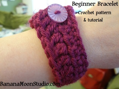 Free crochet pattern for beginners, Beginning crochet pattern with tutorial by April Garwood of Banana Moon Studio