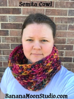 Chunky crochet cowl pattern by April Garwood of Banana Moon Studio