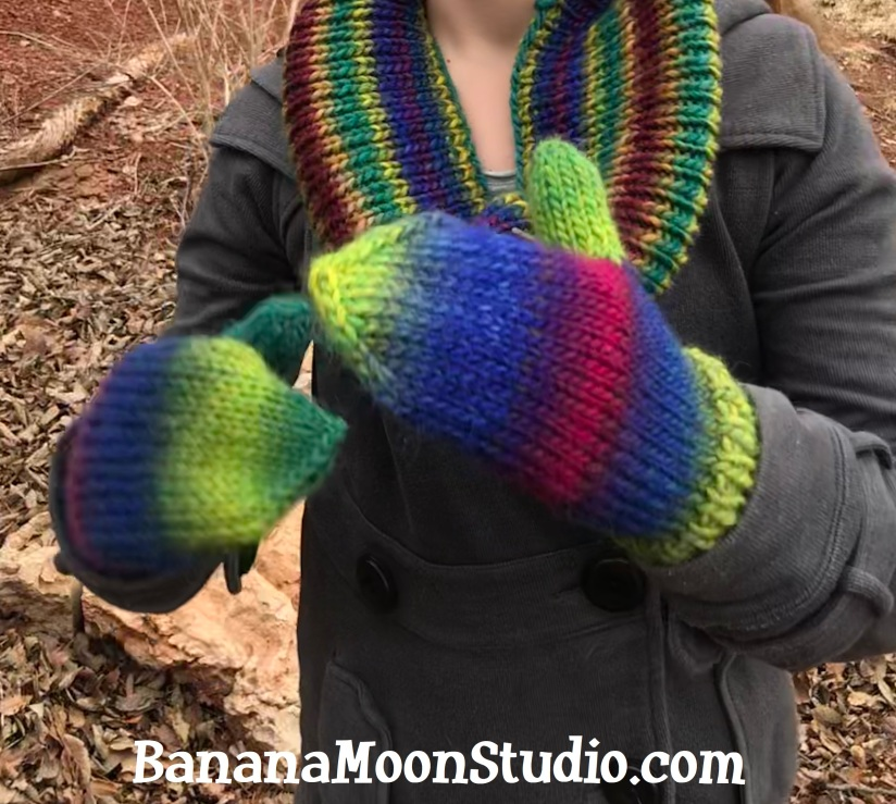 Learn to knit mittens with this free video from Banana Moon Studio! #howtoknitmittens