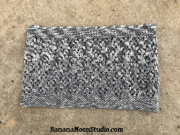 Free knitting pattern for a cowl, Lumi Cowl, by April Garwood of Banana Moon Studio