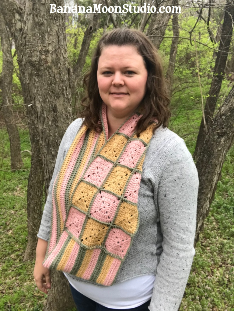 Free crochet pattern for an infinity scarf from Banana Moon Studio #crochetinfinityscarffreepattern