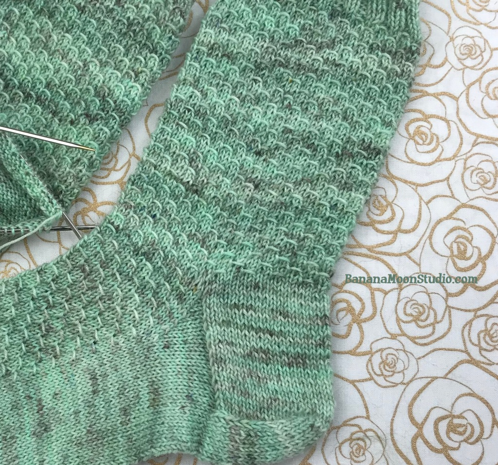 Free sock knitting pattern with tutorial videos from Banana Moon Studio! #sockknitting