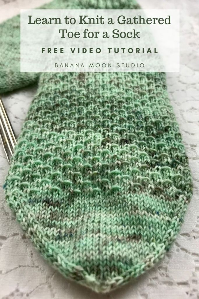 Learn to knit a gathered toe for a sock with this video tutorial from Banana Moon Studio!
