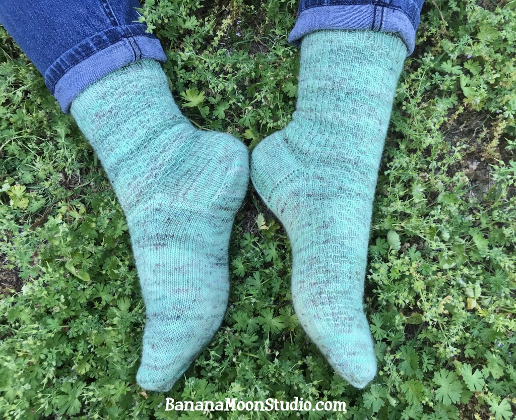 Learn to knit the gusset of a sock with this video tutorial from Banana Moon Studio! #learntoknitsocks #knittingsocks