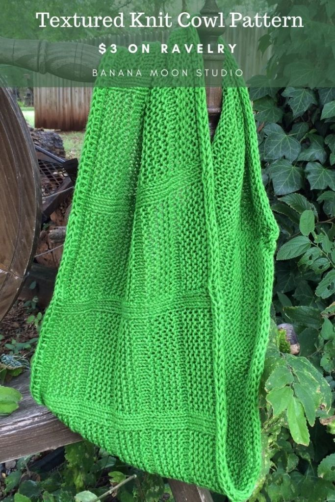 Knit cowl in the round pattern, cowl knit pattern for beginners from Banana Moon Studio.