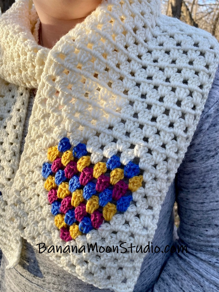 Valentine crochet ideas, a cute granny stitch scarf from Banana Moon Studio.