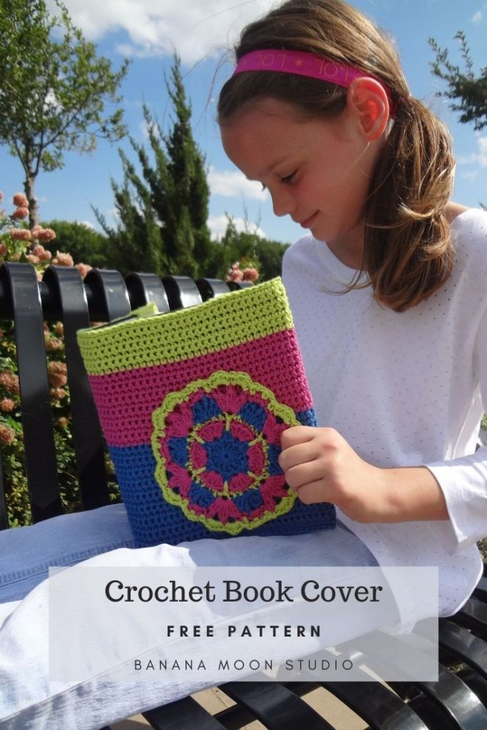 How to make a crochet book cover with this free pattern from Banana Moon Studio!
