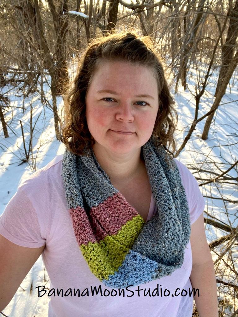 Infinity scarf crochet pattern free from Banana Moon Studio