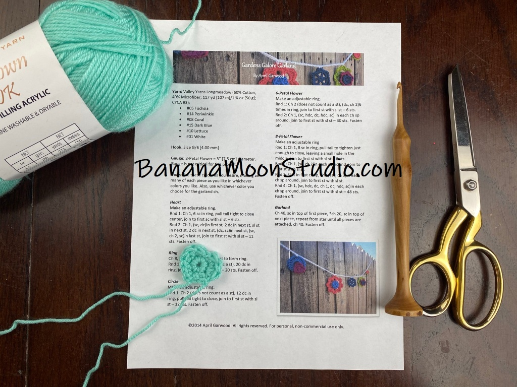 Learn how to read a crochet pattern with this video tutorial from Banana Moon Studio! In this video I show you step by step how to follow a pattern to crochet a small heart in the round.
