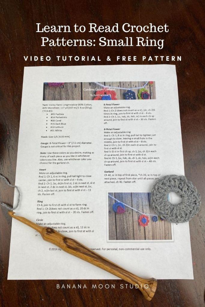 Learn to read a written crochet pattern with Banana Moon Studio. Written crochet pattern on a table, a small grey crochet motif, a wooden crochet hook.